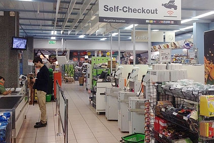 Self-Checkout bei einem Discounter