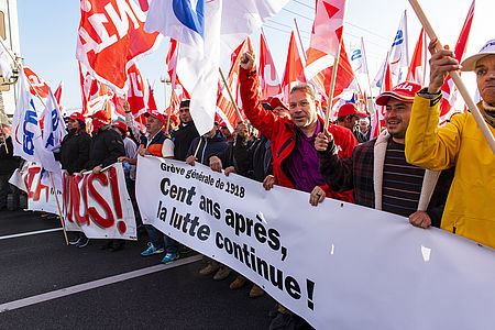 Plus 4000 maçons vaudois manifestent à Lausanne (Photo: Thierry Porchet)